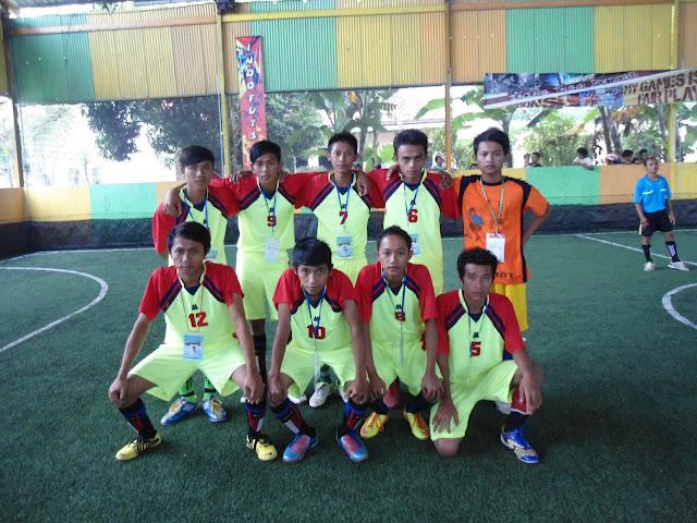 SMK Bustanul Ulum - Tim Futsal SMK Bustanul Ulum, Ini merupakan tim futsal dari SMK Bustanul Ulum yang dibentuk oleh OSIS yang terdiri dari siswa kelas XI-A dan juga kelas XII-A, ini dibentuk untuk mengikuti kompetisi antar sekolah atau kompetisi umum dan juga eksebisi antar lembaga, sehingga semua siswa bisa mengembangkan minatnya di bidang futsal.