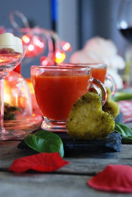 Walentynkowe przepisy, zdrowy krem z pomidorów i papryki, pokochaj olej rzepakowy, pomysł na kolację we dwoje, romantyczne przepisy, kuchnia pełna miłości, miłosne przepisy, receptura na udane Walentynki, przepisy na Walentynki