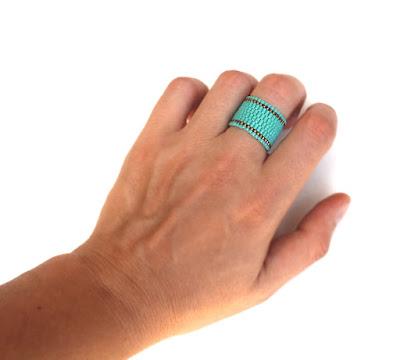 Купить оригинальное женское кольцо в интернет-магазине необычных украшений ручной работы из бисера. Россия.