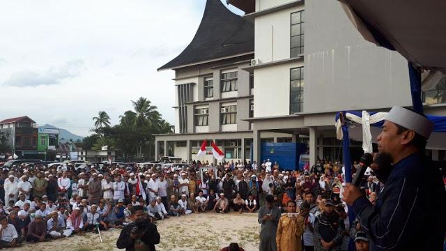 Foto-foto Suka Cita Masyarakat Payakumbuh Sambut Kedatangan Ust Zulkifli Ali