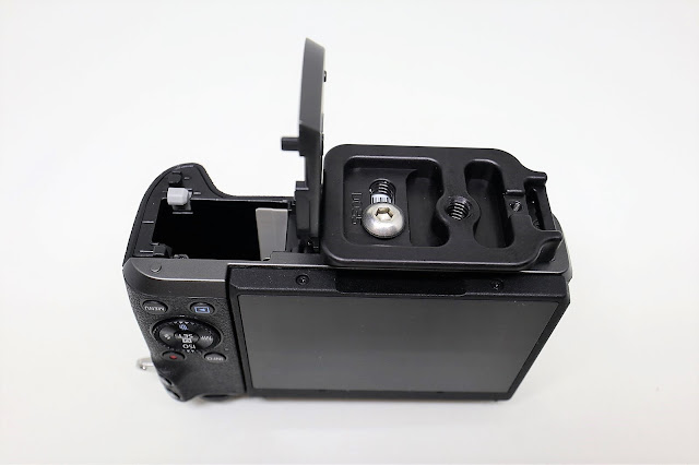 Hejnar D035 QR plate mounted on Canon EOS M6 - bottom view