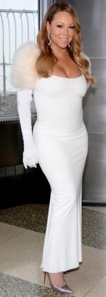 Foto de Mariah Carey con vestido blanco