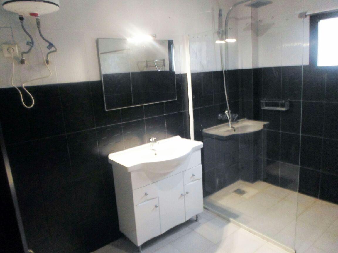 2 chambres salon meubl s avec machine laver au coeur des for Meuble au senegal