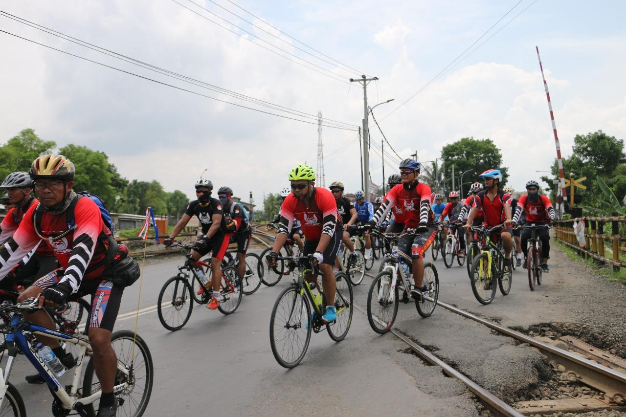 Polres Kebumen Disinggahi Rombongan Tour de Java Brimob