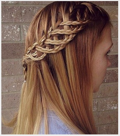 Se trata de un excelente peinado para una chica con cabello lacio largo y fino. 4.