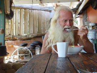 Miliarder Ini Tinggal di Pulau Terpencil dan Meninggalkan Hidup Mewah