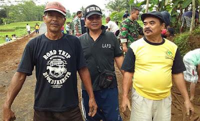 Mantan Danton Linmas Yang Sregep Bantu Pembangunan Jalan TMMD