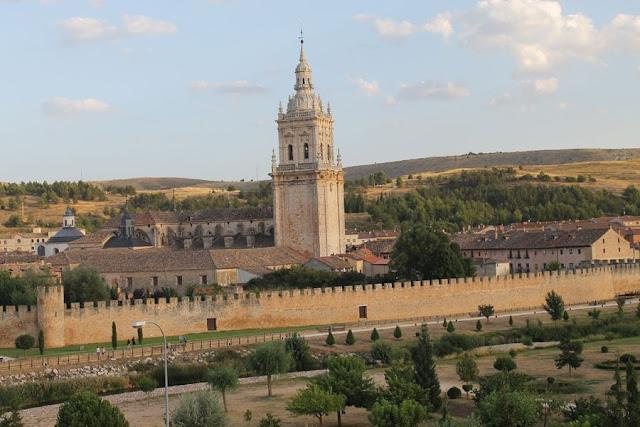 Alojamientos Castilla y León Burgo de Osma Rutas por España vista