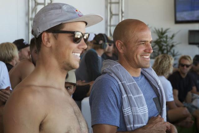 7 Julian Wilson and Kelly Slater Oi Rio Pro 2015 Fotos WSL  Daniel Smorigo