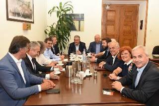 Συνάντηση 8 δημάρχων - ΓΓ. ΚΚΕ για ηλεκτρονικούς πλειστηριασμούς