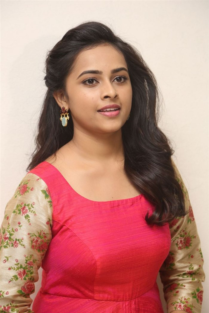 Actress Sri Divya Photos: OnLy AcTrEsS: Sri Divya Biography