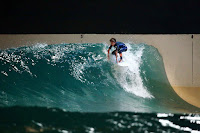 wavegarden cove night surfing 03 hans