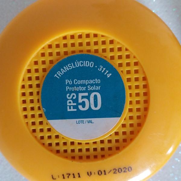 Pó compacto translúcido protetor solar de FPS 50 da YES! Cosmetics