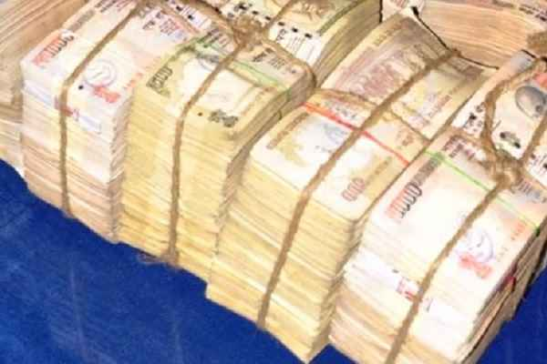 indore-news-4-not-badloo-dalaal-arrested-with-35-lakh-cash