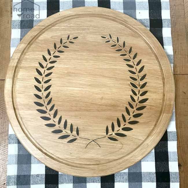Wooden lazy Susan with wreath stencil