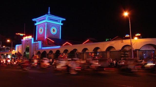 Top 10 popular night markets in Vietnam 7