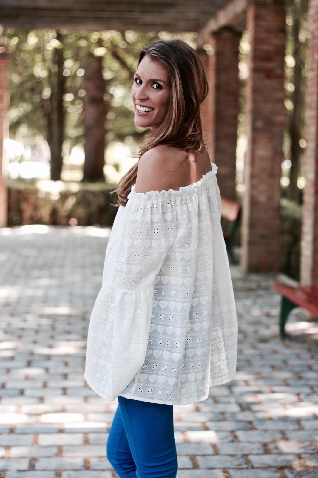 blusa blanca hombros al aire