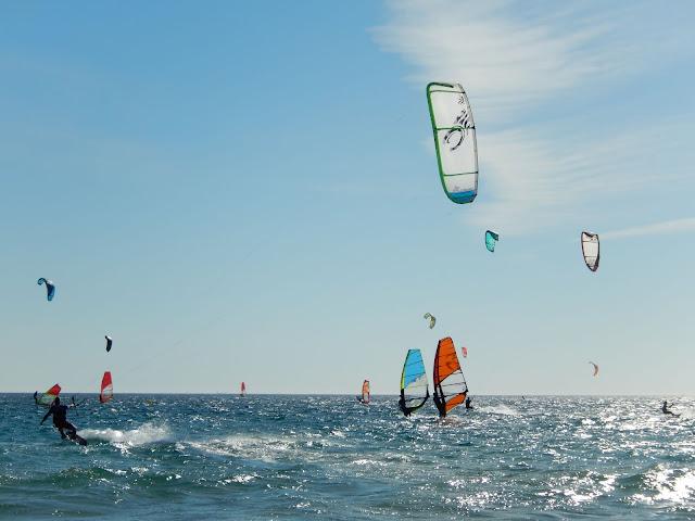 Paisaje de surf en el mar