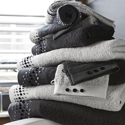 le magasin d usine tradition des vosges granges sur vologne les magasins d 39 usine en france. Black Bedroom Furniture Sets. Home Design Ideas
