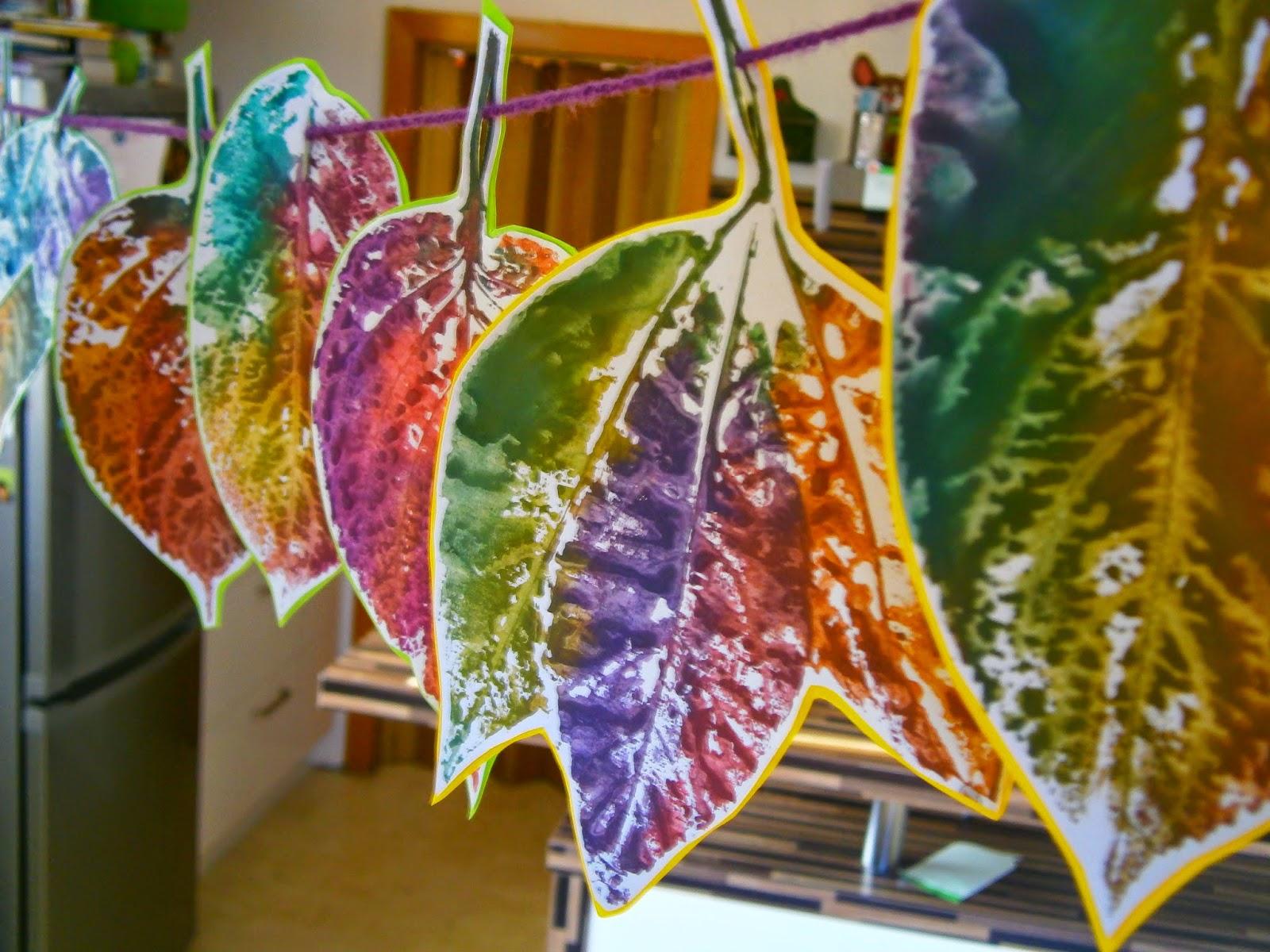 Unsre kinder unser leben regenbogen bl tter - Herbstdeko kindergarten ...