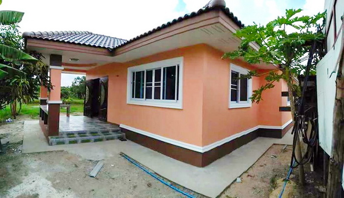 These three bungalow houses under 150 square meters of living space and consists of 2-3 bedrooms,1- 2 bathrooms, a living room, a kitchen and a terrace. The budget for the construction below 1,900,000 baht (excluding furniture) who is looking for a beautiful home idea, then try to think of these houses to be used before.