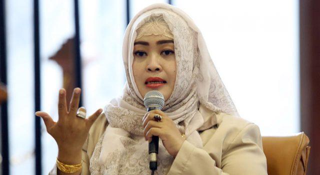 "Soal #HoaxMembangun, Fahira Idris: ""Tidak Ada Area Abu-Abu tentang Hoax. Semuanya Hitam dan Merusak.."""