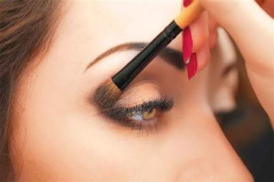 4 خطوات أساسية لمكياج زاوية العين