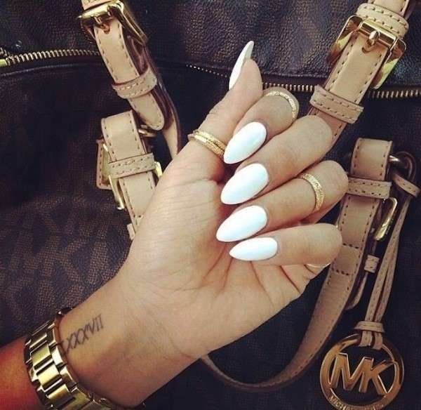 unghie a mandorla trend estate 2016 come realizzarle a casa unghie manicure come limare le unghie unghie bianche inspo nail art almond nails ideas lady gaga white nails nude nails nail trend ideas for nails fashion's obsessions fashion blog zairadurso zaira d'urso