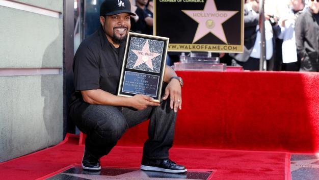 Ice Cube recibe su estrella en Paseo de la Fama de Hollywood