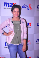 Sree Mukhi at Meet and Greet Session at Max Store, Banjara Hills, Hyderabad (16).JPG