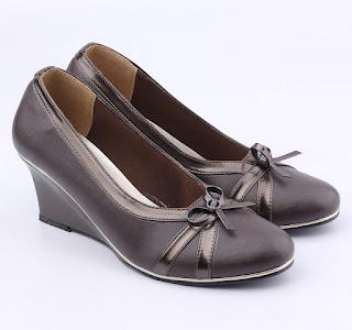 sepatu formal wanita trend 2017,grosir sepatu kerja wanita,sepatu kerja wanita warna coklat,sepatu pantofel wanita bahan sinettis,gambar sepatu kerja 2017,grosir sepatu kerja wanita jakarta