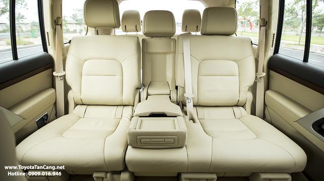 Land Cruiser có không gian nội thất rộng rãi hơn rất nhiều so với Audi Q7