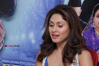 Bollywood Actress Manjari Phadnis Stills in Ripped Jeans at Film Jeena Isi Ka Naam Hai Interview  0016.jpg