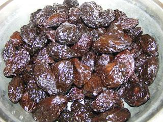 retete preparate culinare cu prune uscate si afumate,