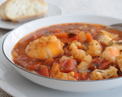 Lazy Man's Ciopinno ♥ KitchenParade.com, a simple but celebration-worthy stew packed with fresh fish and fresh shrimp in a light tomato-y broth. Low Carb. High Protein. Very Weight Watchers Friendly.
