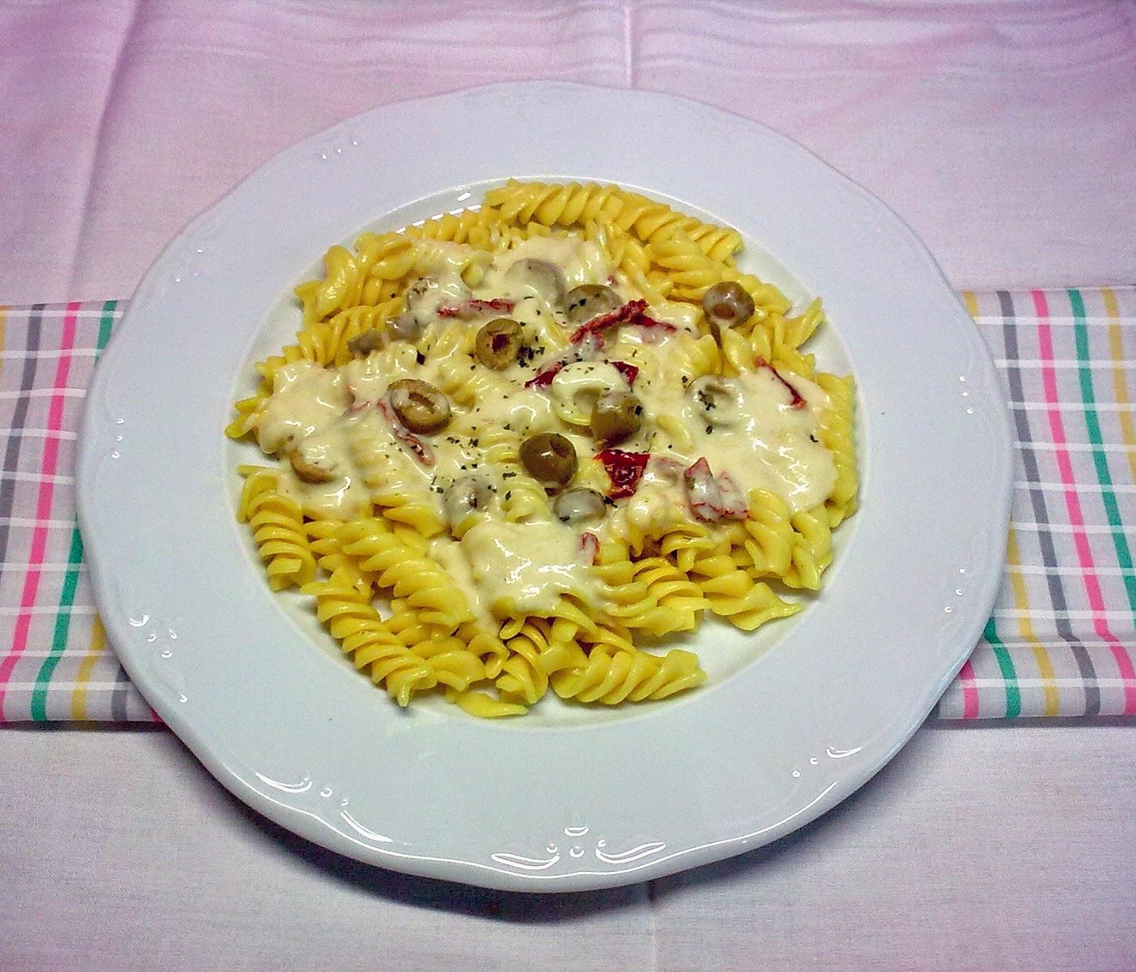 Espirales de Pasta con Salsa de  Puerro, Aceitunas y Tomate Seco