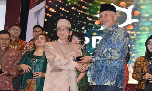 Berkat Eksistensi Humas Pemko Padang, Kota Padang Raih Dua Penghargaan Bergengsi