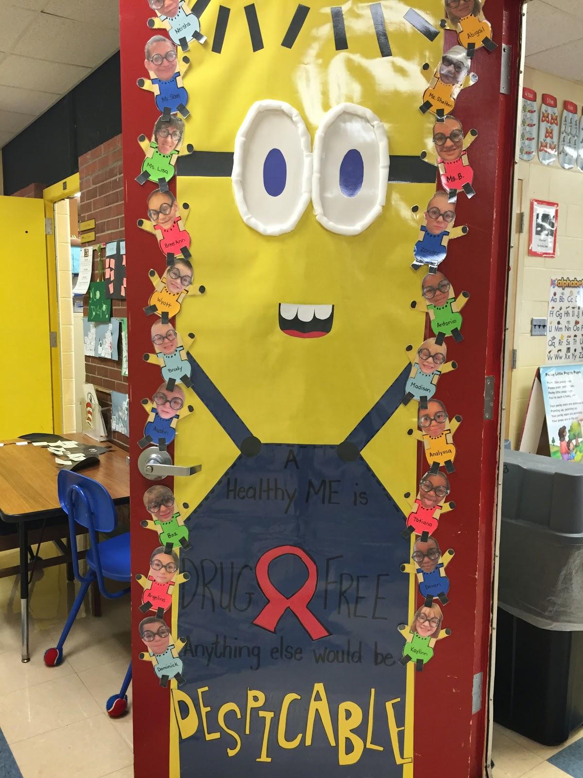 Big Ideas for Little Hands: Red Ribbon Week: Door Decorating