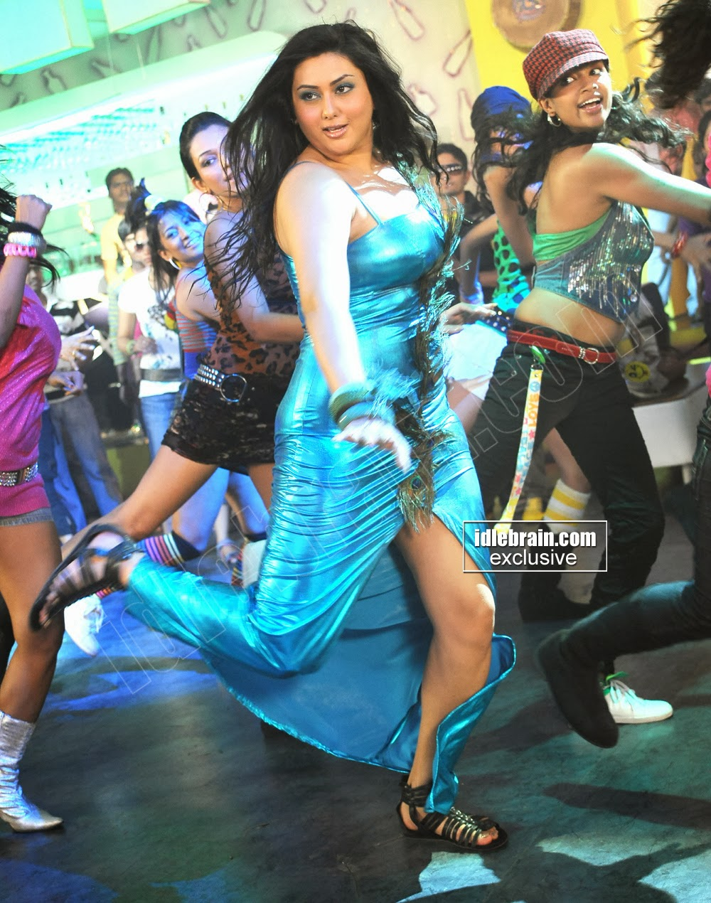 Heroines Dance Photos At Cinemaa Awards 2012: South Actress Hot Pics: SOUTH HOT ACTRESS NAMITHA DANCING