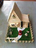 maqueta casa hecha con palitos de helado reciclados