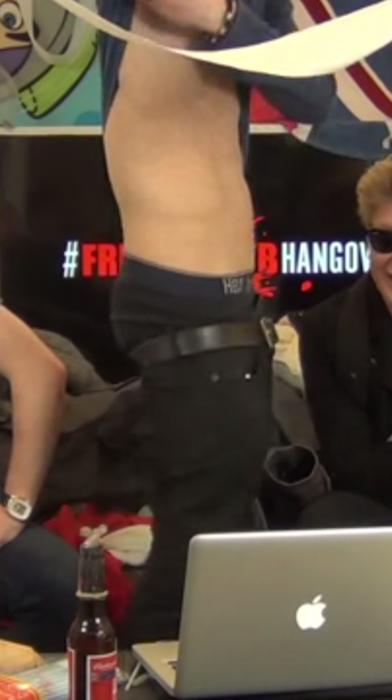 Celeb Saggers: Dan Ferrari-Lanes Sexy Below Ass Sag!