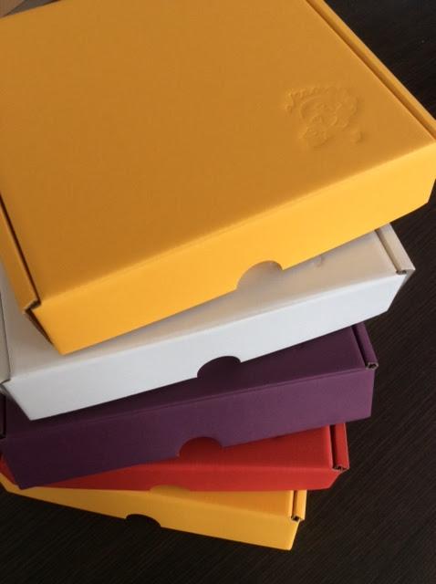 Scatole per prodotti colorate