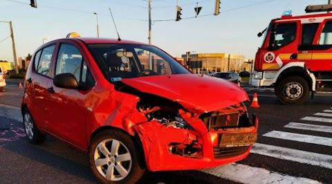 Csúnya baleset a Pazonyi úton: a vétlen autóban ketten is megsérültek