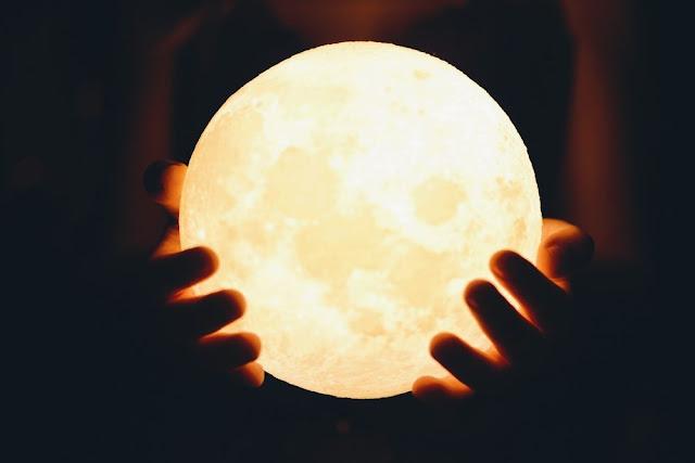 El Regalo Perfecto, Lámpara Luna