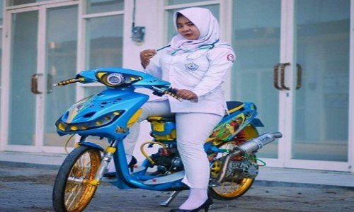 Foto-Cewek-Hijab-Di-Motor-Yamaha-Mio