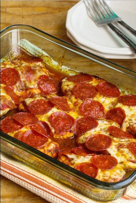 LOW-CARB PEPPERONI PIZZA CHICKEN BAKE #lowcarb #pizza