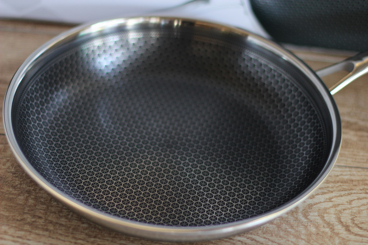 Cookistry S Kitchen Gadget And Food Reviews Hexclad Saute Pan