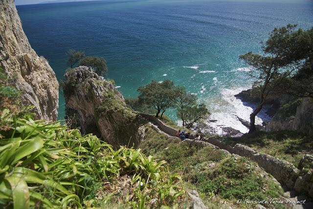 Descenso al Faro del Caballo - Santoña, por El Guisante Verde Project