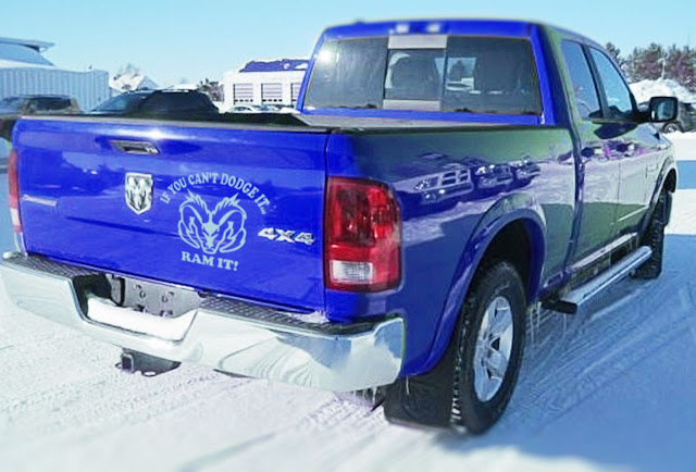 blue-ram-1500-tailgate-decals-quad-cab-on-snowy-road
