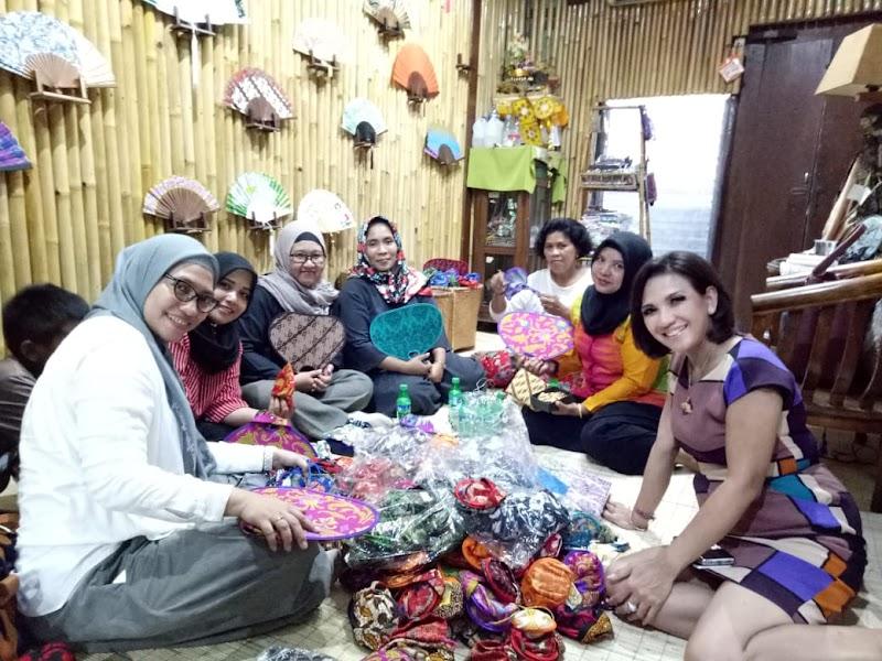 Mengulik Bisnis Kerajinan Berbahan Limbah Dari Bee Handycraft Bali